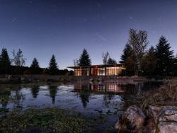 झील का घर