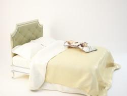 классическая большая кровать