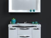 Умывальник с зеркалом и декоративный набор для ванной комнаты