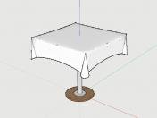Tisch mit einer Tischdecke