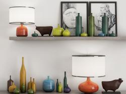Étagères, vases, peintures, figures